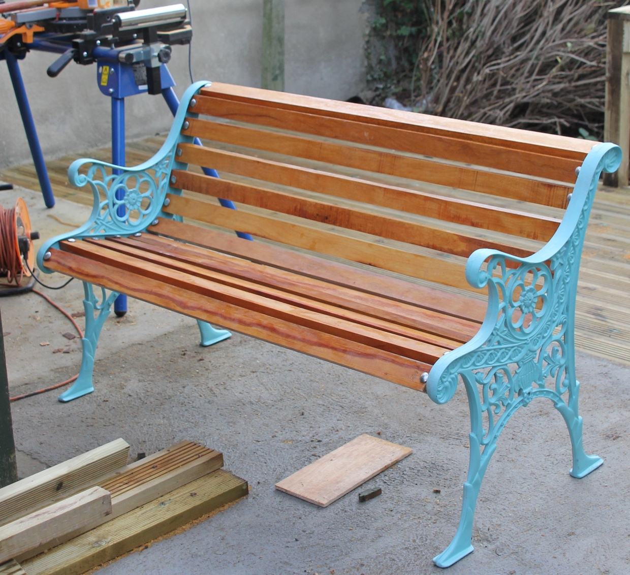 How To Restore A Cast Iron Bench By New Wood And Painting.